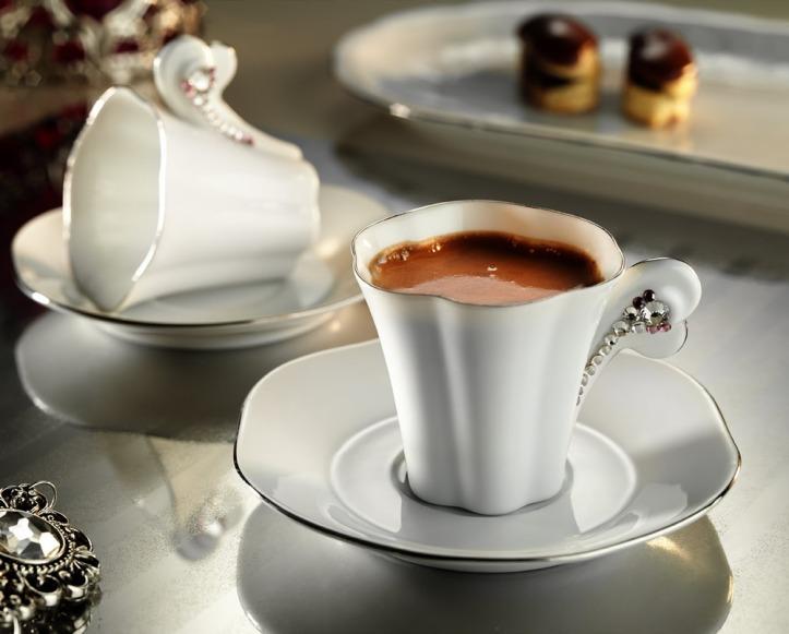 beyaz-zarif-kahve-fincani
